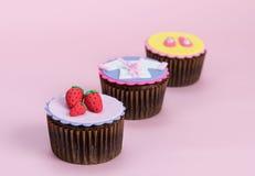 Aardbei Cupcakes en KUUROORDconcepten Royalty-vrije Stock Afbeeldingen