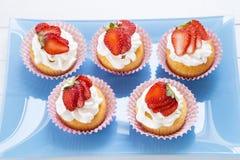 Aardbei cupcakes stock foto's