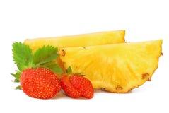 Aardbei en ananas Stock Afbeeldingen