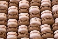 Aardbei en chocolade macarons Stock Afbeeldingen
