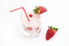 Aardbei en cocktail Stock Afbeeldingen