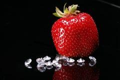 Aardbei en Diamanten Royalty-vrije Stock Foto's