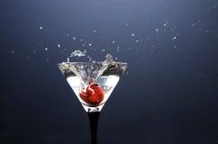 Aardbei en het glas water Stock Afbeeldingen