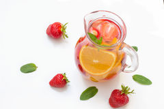 Aardbei en oranje limonade stock foto's