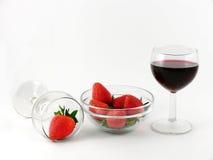 Aardbei en wijnglas stock fotografie