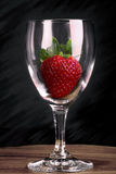 Aardbei in glas Stock Afbeelding