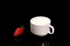 "Aardbei met melk кГ убР½ ика Ñ  Ð ¼ Ð ¾ Ð"" Ð ¾ кР¾ Ð ¼ Royalty-vrije Stock Afbeelding"