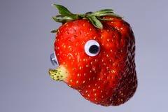 Aardbei met natuurlijke gekweekte neus zoals een gezicht Stock Afbeelding