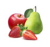 Aardbei, rode appel, groene perensamenstelling op wit Stock Foto's