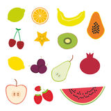 Aardbei, sinaasappel, banaankers, kalk, citroen, kiwi, pruimen, appelen, watermeloen, granaatappel, papaja, peer, peer op witte b Stock Foto's