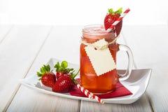 Aardbei smoothie in een glaskruik Stock Afbeelding