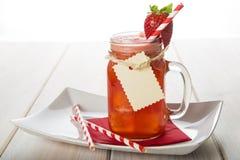 Aardbei smoothie in een glaskruik Royalty-vrije Stock Afbeelding