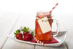 Aardbei smoothie in een glaskruik Stock Fotografie