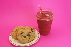Aardbei smoothie met koekjes Stock Afbeelding