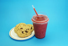 Aardbei smoothie met koekjes Stock Foto