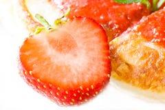 Aardbeien die op wit worden geïsoleerdl Stock Foto
