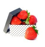 Aardbeien in doos Stock Foto's