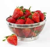 Aardbeien in een draadmand Stock Fotografie