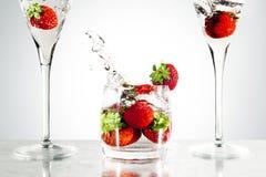 Aardbeien in een glas Stock Afbeeldingen