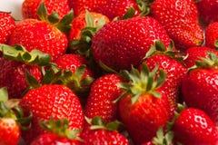 Aardbeien in een glas op witte achtergrond Royalty-vrije Stock Afbeelding