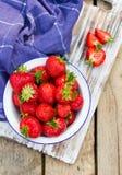 Aardbeien in een Kom. Stock Fotografie