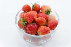 Aardbeien in een kom Stock Foto's