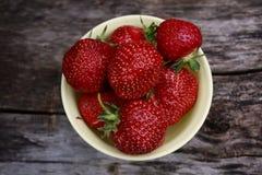 Aardbeien in een kom Royalty-vrije Stock Fotografie