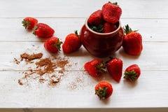 Aardbeien in een kop Stock Foto's