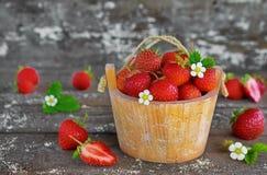 Aardbeien in een mand Royalty-vrije Stock Foto's