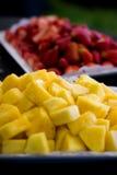 Aardbeien en Ananas Royalty-vrije Stock Afbeeldingen