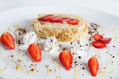 Aardbeien en cake Stock Afbeelding
