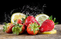 Aardbeien en citroen royalty-vrije stock afbeeldingen