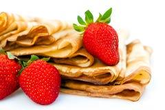 Aardbeien en pannekoeken Stock Foto's