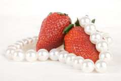 Aardbeien en parels Stock Fotografie