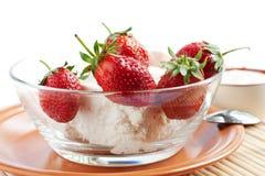 Aardbeien en roomkaas Royalty-vrije Stock Afbeeldingen