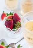 Aardbeien en wijn royalty-vrije stock fotografie