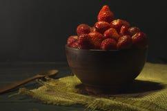 Aardbeien in het dorp Aardbeien in landelijke stijl stock fotografie