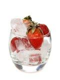 Aardbeien in ijs royalty-vrije stock afbeeldingen