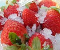 Aardbeien in ijs abstract-geheime wens, geheime hartstocht royalty-vrije stock afbeeldingen