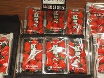 Aardbeien in Japanse supermarkt Stock Afbeeldingen