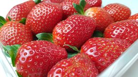 Aardbeien in macromening stock foto's