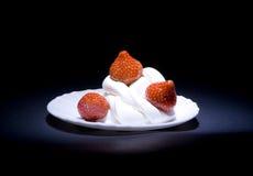 Aardbeien met room Stock Fotografie