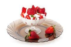 Aardbeien met room Royalty-vrije Stock Afbeeldingen