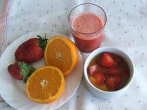 Aardbeien met sinaasappel Stock Afbeeldingen