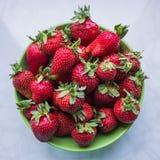 Aardbeien op een plaat Royalty-vrije Stock Foto's