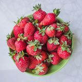 Aardbeien op een plaat Royalty-vrije Stock Afbeelding