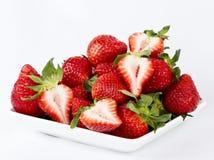 Aardbeien op een witte plaat Stock Foto's