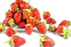Aardbeien op plaat Stock Afbeelding