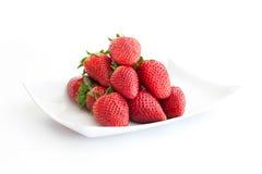 Aardbeien op plaat Stock Foto