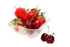 Aardbeien op wit worden geïsoleerd dat Royalty-vrije Stock Afbeelding